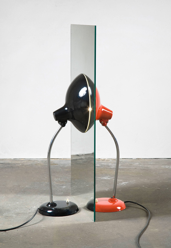 Alicja Kwade, Parallelwelt (schwarz/rot), 2009, Kaiser-Idell lamps, two mirrors, 83 x 45 x 45 cm