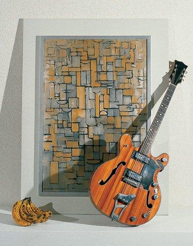 Braco Dimitrijević, Triptychos Post Historicus, 1978, Stedelijk Van Abbemuseum Eindhoven, I: Composition XIV, Piet Mondrian, 1913, II: Hans Biezens guitar, III: Bananas