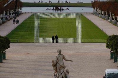 Daniel Buren, Effet / Contre-Effet  (Photo-souvenir), 2004, in Versailles Off, Parc du Château de Versailles, October 2nd and 3rd