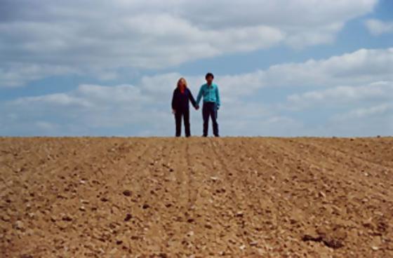 David Michael Clarke, Situation idéale : terre - artiste & copine - ciel, 2002