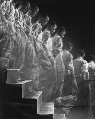 Eliot Elisofson, Duchamp descending a staircase, 1952