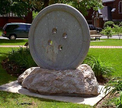 Esther Lapointe, Bouton, 1977, tufo stone, marble, Lorne Park / Elm street