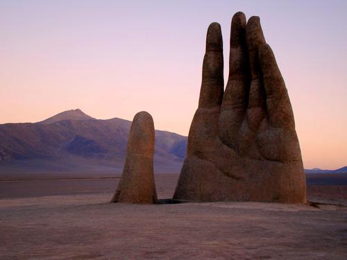 Mario Irarrázabal, Mano del Desierto, 1992
