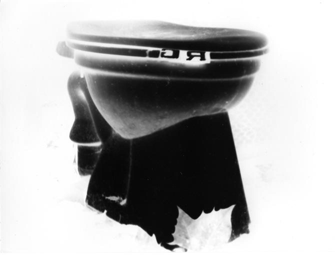 Mathieu Harel-Vivier, R.G. pour R.Mutt, 2004, sténopé, original sur papier argentique, 18 x 24 cm