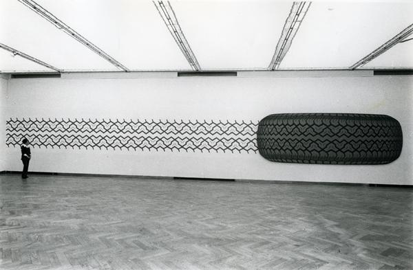 Peter Stämpfli, M 301, 1970 (installation view Palais des Beaux-Arts, Brussels, 1972)