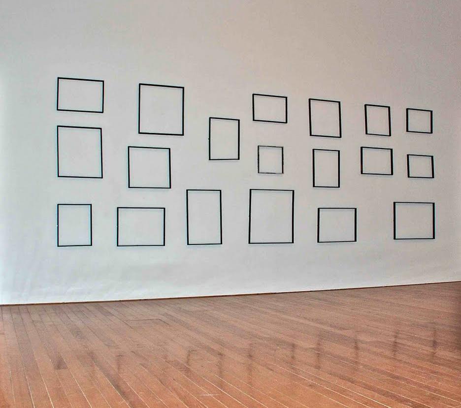Roland Sabatier. Ensemble d oeuvres infinitésimales, 1965. Acrylique sur 19 cadres de bois. 220 x 600 cm