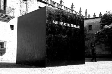 Santiago Sierra, 586 horas de trabajo, 2004, Plaza de las Veletas, Cáceres, Spain