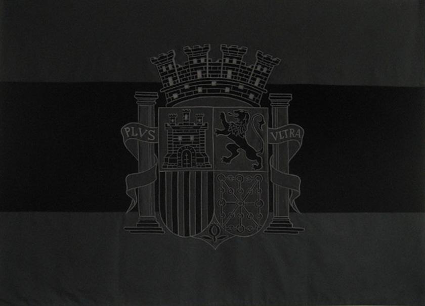 Santiago Sierra, Bandera negra de la República Española, 2007. Schellmann Edition, Munich, Alemania