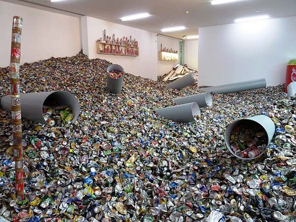Thomas hirschhorn too too much muc h 2010