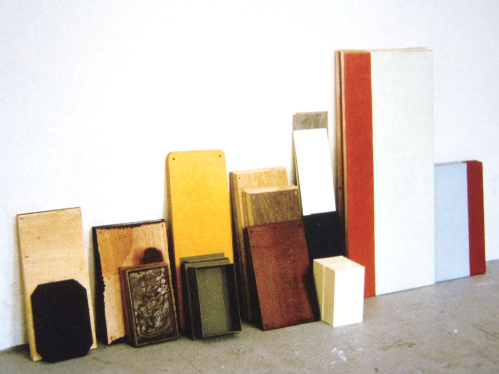 Thomas Schutte, Paare, 1980, lined up in the studio