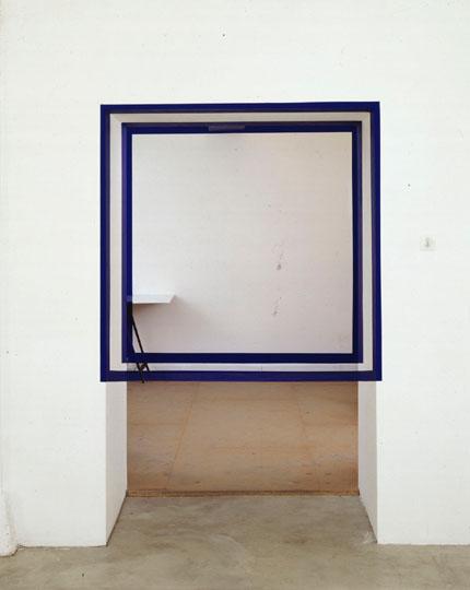 Felice Varini, Carrés dans le passage, bleu, 1993