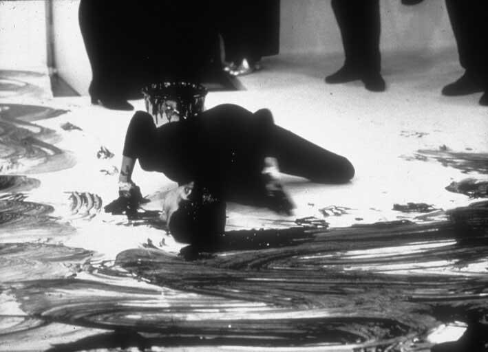 janine-antoni-loving-care-performance-us-london-1992-1994.jpg