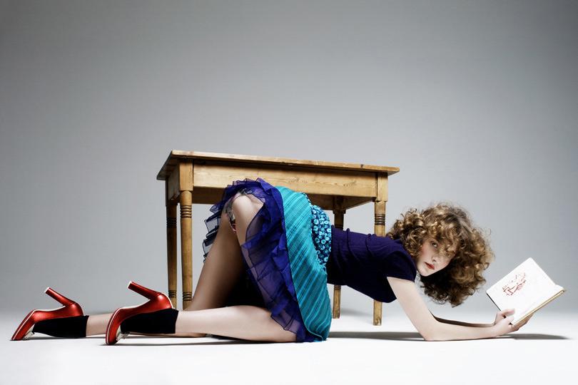 Cosce sotto tavolo - 2 4
